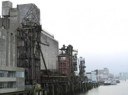 former grain-silos on the Maas